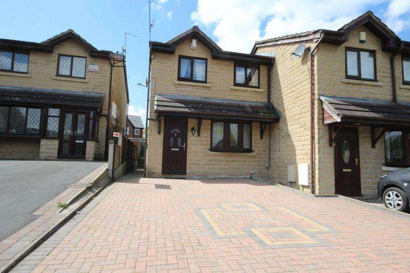 3 Bedrooms Town House for sale in Apple Way, Alkrington, Middleton, Manchester M24 1GX