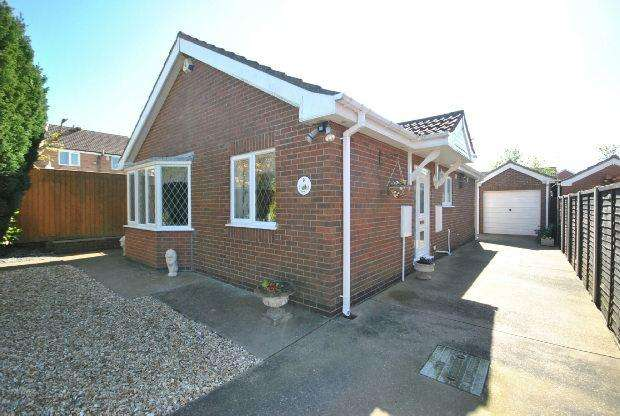 2 Bedrooms Detached Bungalow for sale in Old Farm Court, Waltham, GRIMSBY