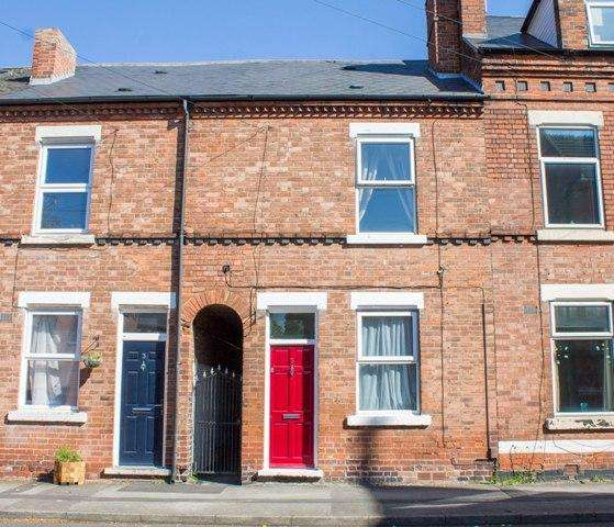 3 Bedrooms Terraced House for sale in Sherbrooke Road, Carrington, Nottingham, NG5 2BE