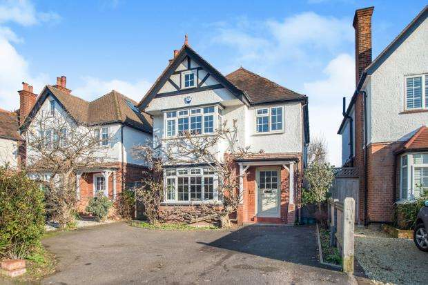 4 Bedrooms Detached House for sale in Esher, Surrey
