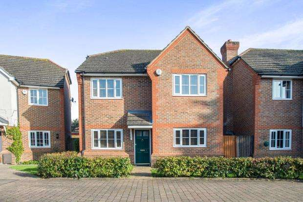 4 Bedrooms Detached House for sale in West Molesey, Surrey