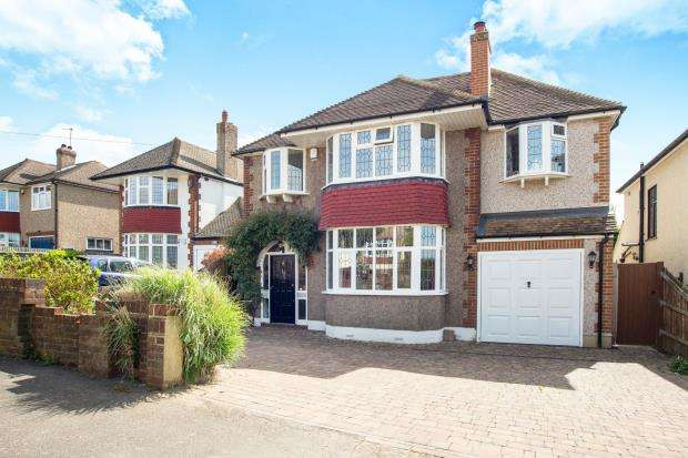 4 Bedrooms Detached House for sale in East Ewell, Epsom, Surrey