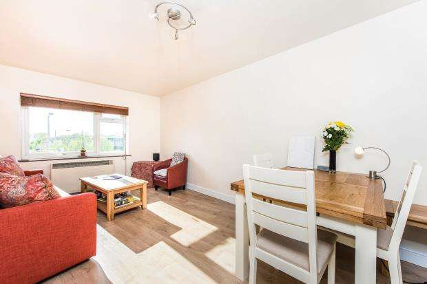 1 Bedroom Flat for sale in 72A Richmond Road, Kingston Upon Thames, United Kingdom