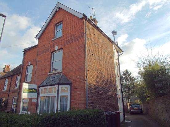 3 Bedrooms Maisonette Flat for sale in Midhurst, West Sussex