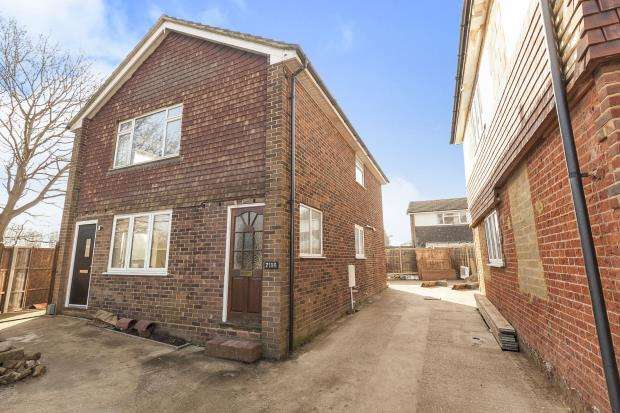 2 Bedrooms Maisonette Flat for sale in Guildford, Surrey