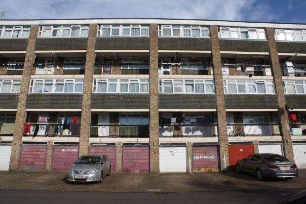 3 Bedrooms Flat for sale in Woking, Surrey