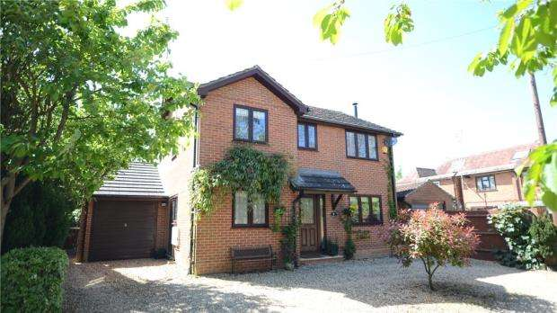 4 Bedrooms Detached House for sale in Hyde End Road, Spencers Wood, Reading