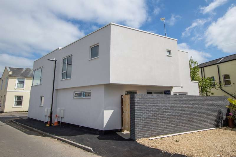 2 Bedrooms Semi Detached House for sale in Norwood Road, Leckhampton, Cheltenham, GL50 2DF