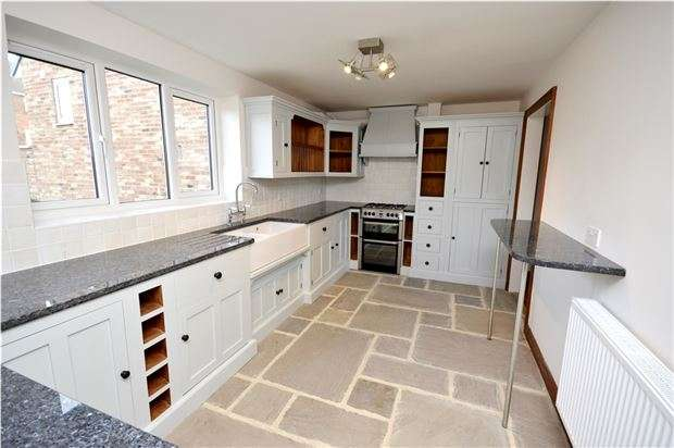 3 Bedrooms Link Detached House for sale in The Nursery, Kings Stanley, Gloucestershire, GL10 3HY