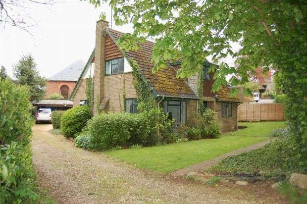 4 Bedrooms Detached House for sale in The Green, Creaton, Northampton NN6 8ND