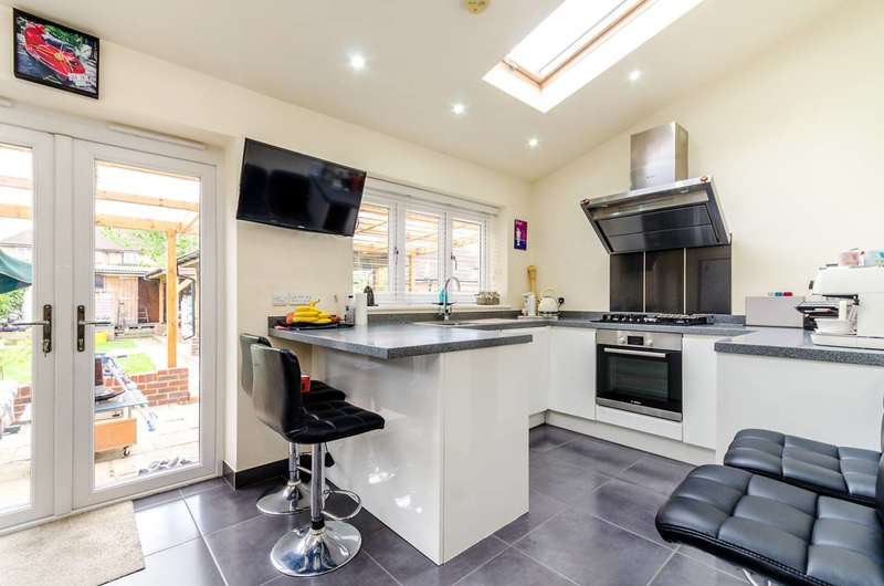 4 Bedrooms House for sale in Cranborne Avenue, Tolworth, KT6