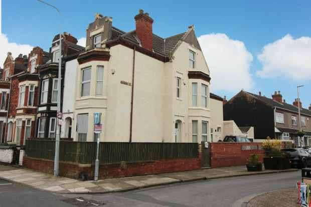 5 Bedrooms Property for sale in Harrington Street, Cleethorpes, South Humberside, DN35 7BD