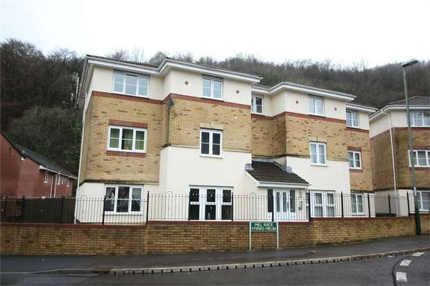 2 Bedrooms Flat for sale in Coed Celynen Drive, Abercarn, NEWPORT, Caerphilly