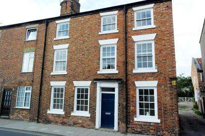 5 Bedrooms End Of Terrace House for sale in West Street, Horncastle, Lincolnshire
