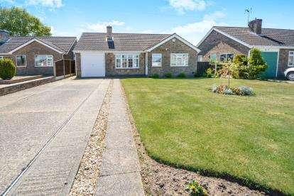3 Bedrooms Bungalow for sale in Arden Moor Way, North Hykeham, Lincoln, Lincolnshire