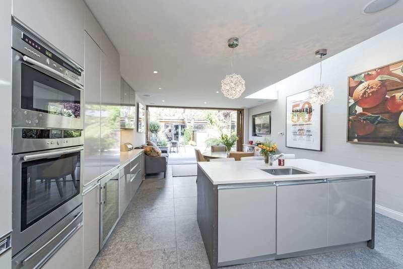 4 Bedrooms Terraced House for sale in Wroughton Road, Battersea, London