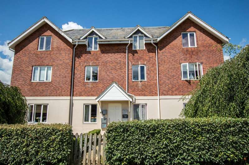 1 Bedroom Flat for sale in Chiltern Road, Prestbury, Cheltenham GL52 5JE