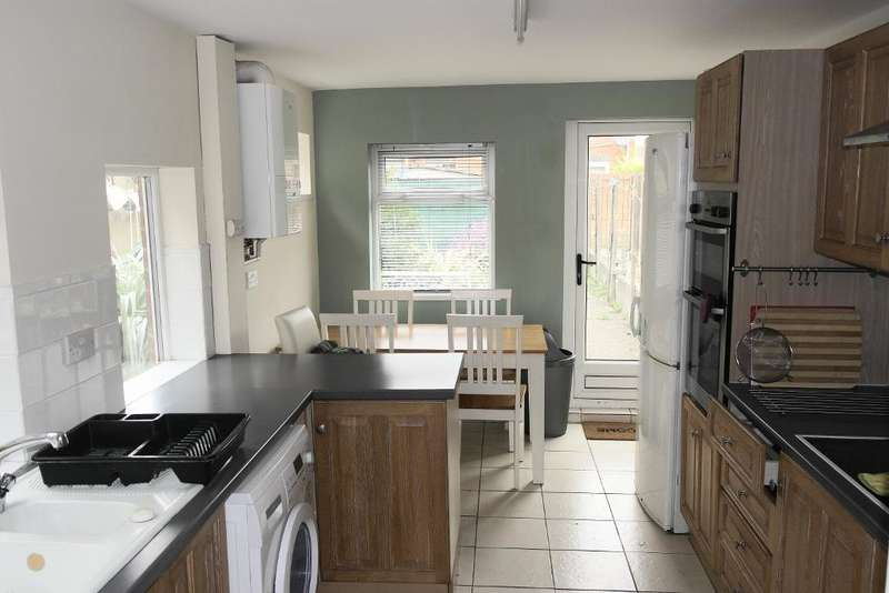 4 Bedrooms Terraced House for sale in Ryde street, Hull, HU5 1PB