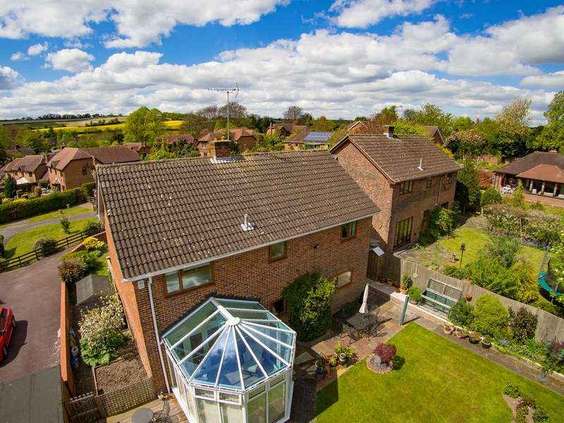4 Bedrooms Detached House for sale in Chestnut Rise, Droxford