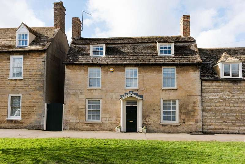 4 Bedrooms Town House for sale in Church Street, Market Deeping