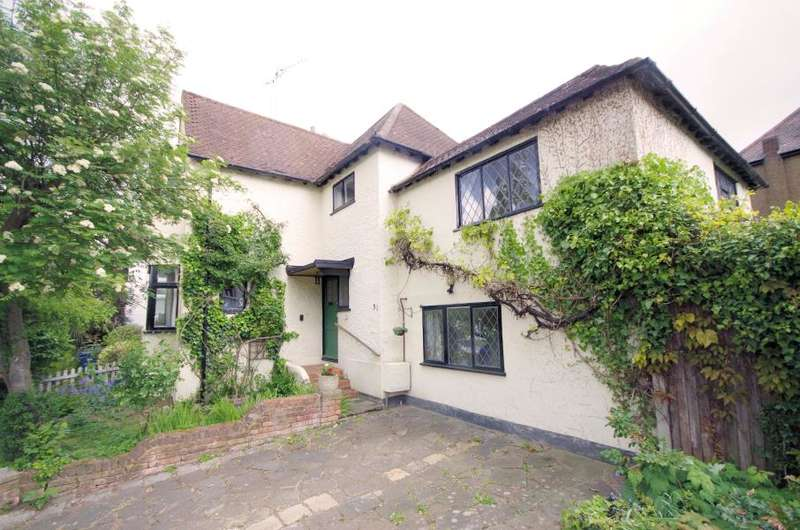 4 Bedrooms Semi Detached House for sale in Village Road, Finchley N3