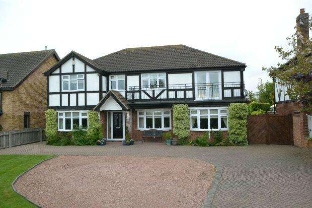 5 Bedrooms Detached House for sale in Holton Road, Tetney, Grimsby