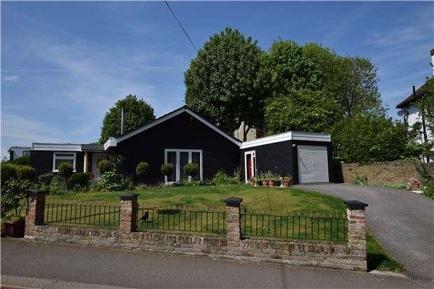 2 Bedrooms Semi Detached Bungalow for sale in Bankside Close, CARSHALTON, Surrey, SM5 3SB