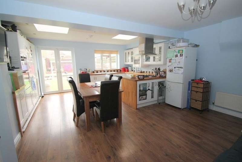 3 Bedrooms House for sale in Elgin Avenue, Ashford, TW15