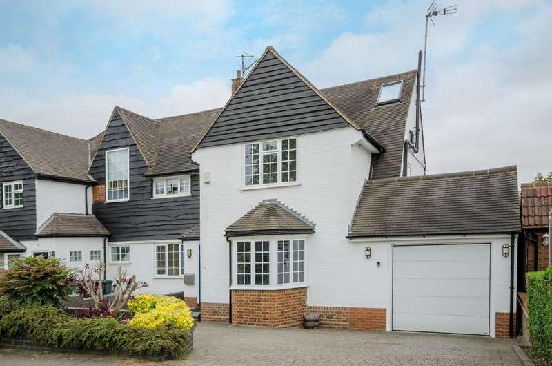 4 Bedrooms Semi Detached House for sale in Cotswold Way, Oakwood, EN2