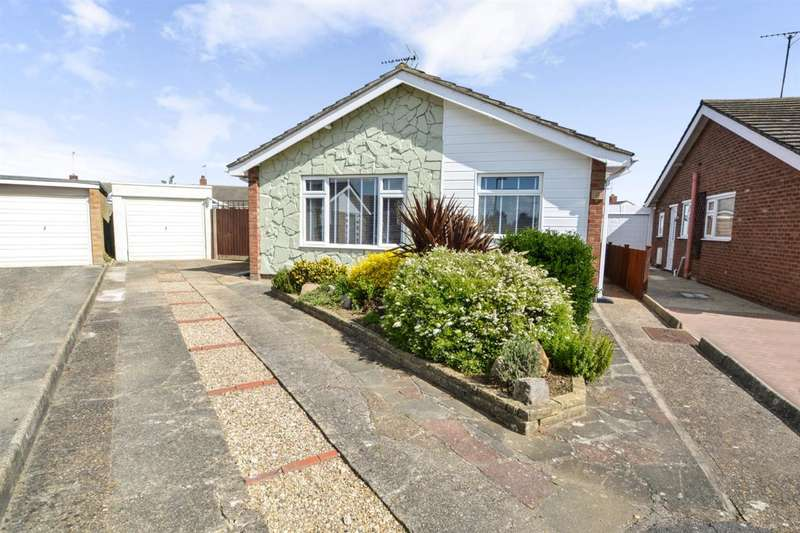 2 Bedrooms Bungalow for sale in Shanklin Close, Clacton On Sea