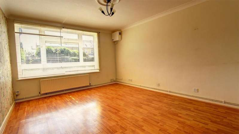 1 Bedroom Flat for sale in Crown Lane, Bromley, Kent