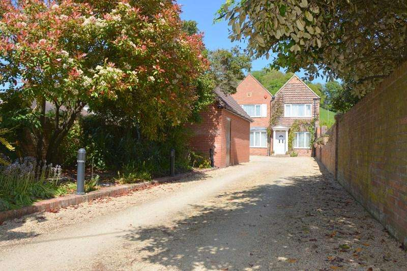 4 Bedrooms Detached House for sale in Brent Street, Brent Knoll