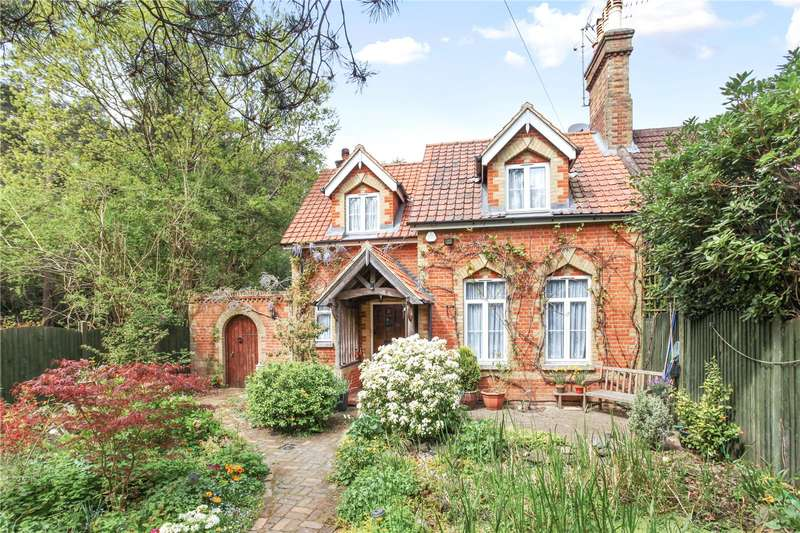 3 Bedrooms Semi Detached House for sale in The Firs, Pirbright Road, Normandy, Guildford, GU3