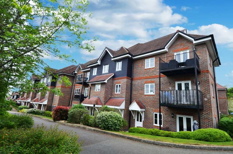 2 Bedrooms Flat for sale in Aspen Court, Freer Crescent, High Wycombe, HP13