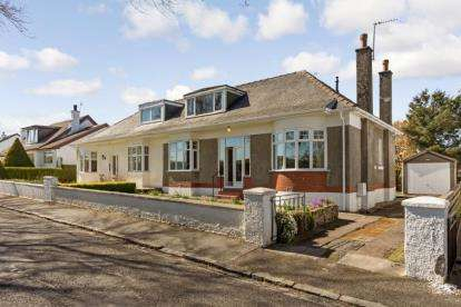 3 Bedrooms Bungalow for sale in Alnwick Drive, Eaglesham