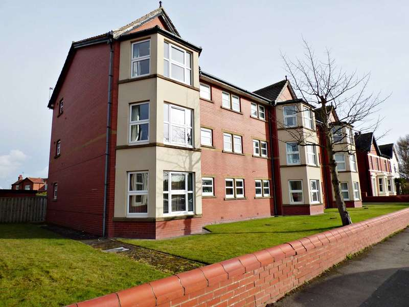 2 Bedrooms Flat for sale in Arcon House, 6 Park View Road, Lytham.