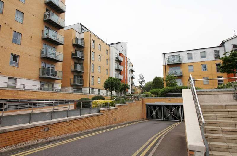 3 Bedrooms Penthouse Flat for sale in Queen Mary Avenue, South Woodford E18