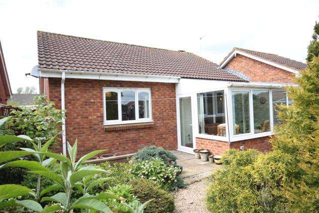 2 Bedrooms Detached Bungalow for sale in Cullompton EX15