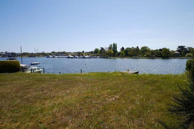 1 Bedroom Ground Flat for sale in Swonnells Court, Oulton Broad, Lowestoft