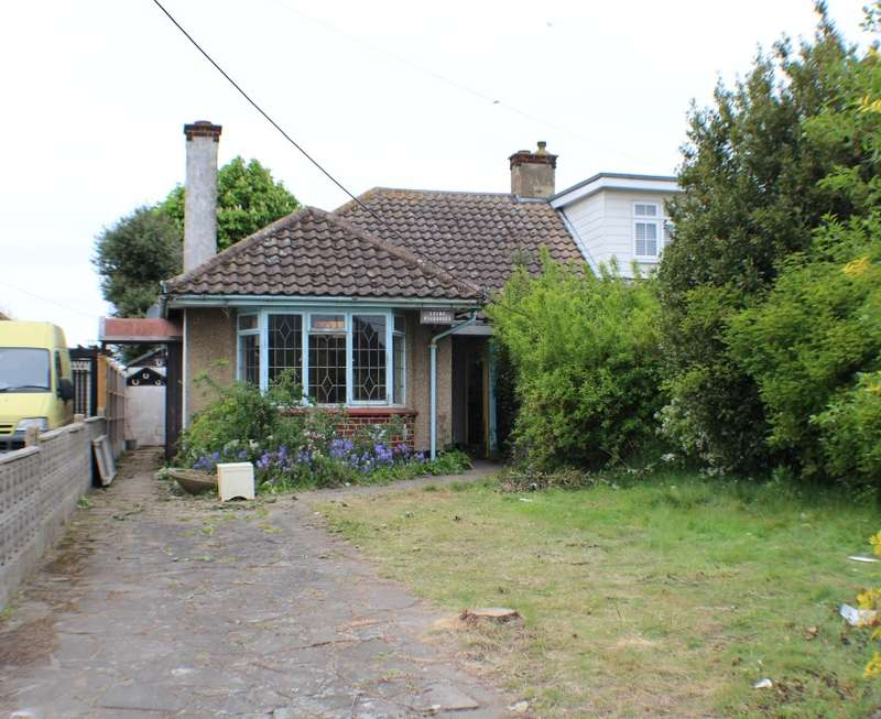 2 Bedrooms Semi Detached Bungalow for sale in Southend Road, Rochford, Essex, SS4 1HQ