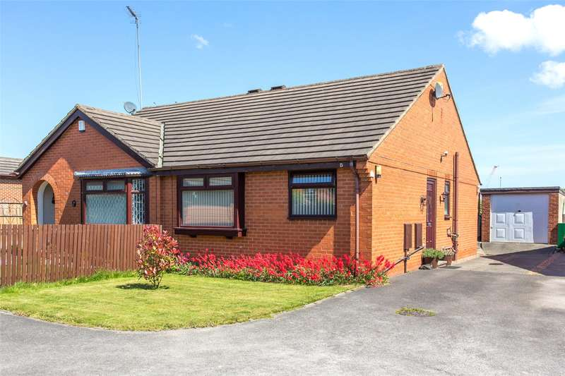 2 Bedrooms Semi Detached Bungalow for sale in Sandlewood Close, Leeds, West Yorkshire, LS11
