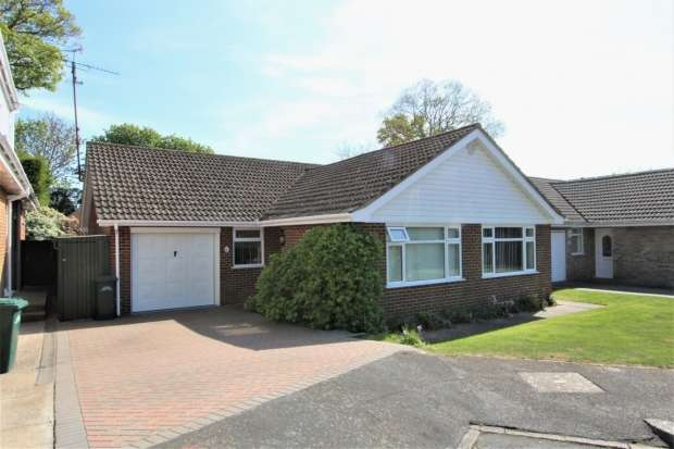 3 Bedrooms Detached Bungalow for sale in Fairlie Gardens Brighton