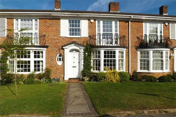 3 Bedrooms Terraced House for sale in Springpark Drive, Beckenham, Kent