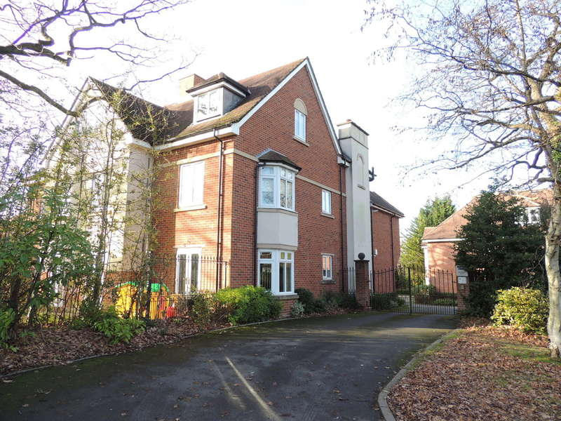 2 Bedrooms Ground Flat for sale in Danford Lane, Solihull