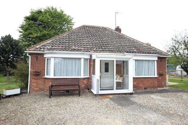 2 Bedrooms Detached Bungalow for sale in Garth End Road, West Ayton, Scarborough, North Yorkshire YO13 9JJ