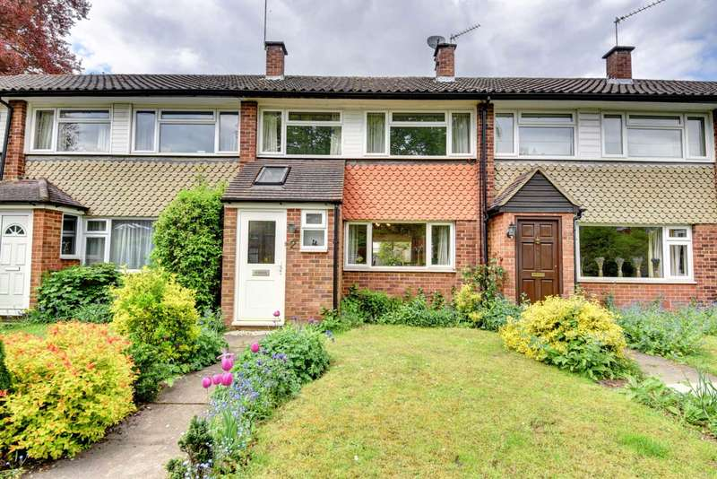 3 Bedrooms Semi Detached House for sale in Castleton Court, Marlow