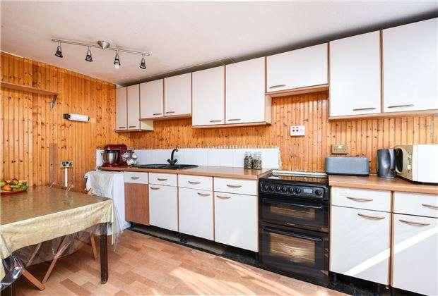 3 Bedrooms Town House for sale in Caernarvon Close, Mitcham, Surrey, CR4