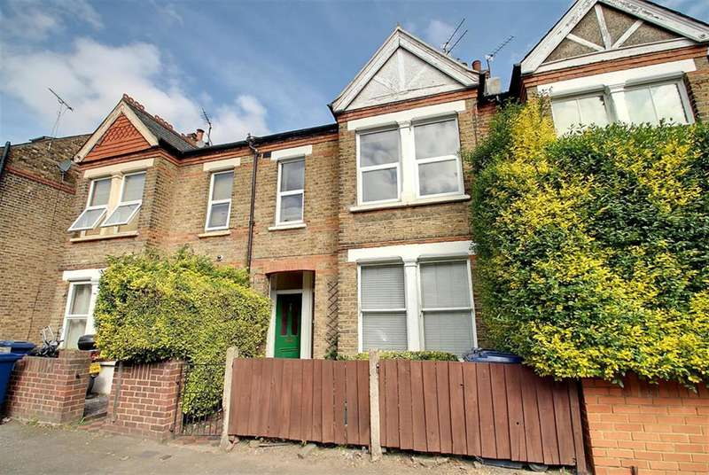 3 Bedrooms Farm House Character Property for sale in Cumberland Road , Hanwell, W7 2ED