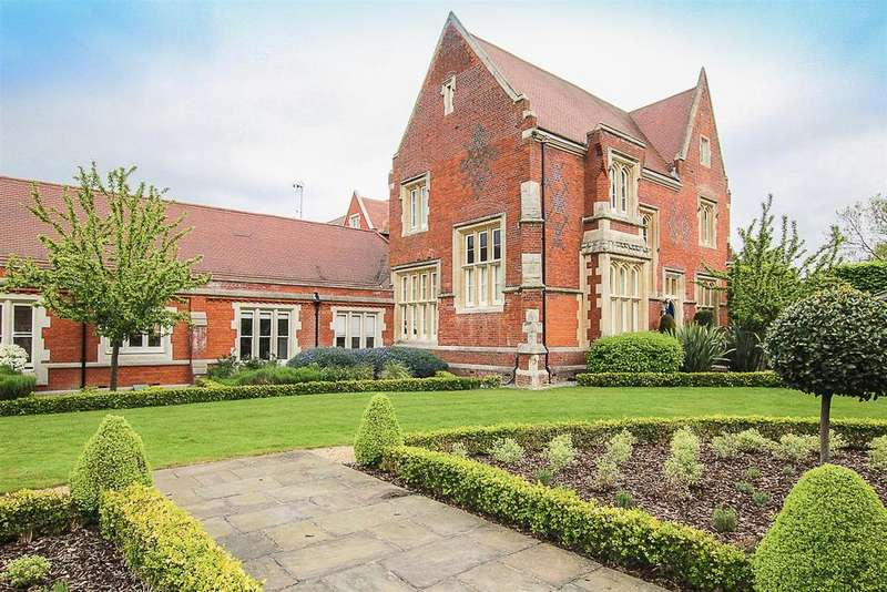 3 Bedrooms Apartment Flat for sale in The Galleries, Warley, Brentwood