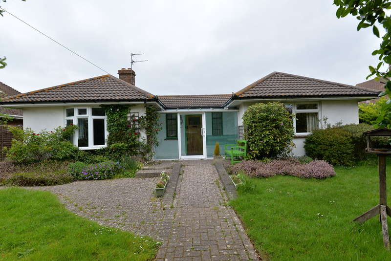 3 Bedrooms Detached House for sale in Powers Court Road, Barton on Sea